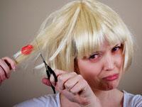 Как удалить с волос жвачку