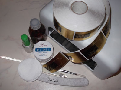 Прежде всего подготовим инструменты для наращивания ногтей гелем.  4. Формы.  2. УФ -лампа. гелевое наращивание на...